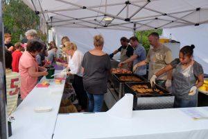 Sommerfest: Leckereien am Grillstand